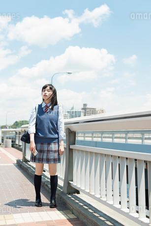 女子高生 登下校の写真素材 [FYI01820370]