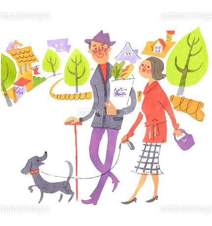 街を歩くシニア夫婦のイラスト素材 [FYI01820402]