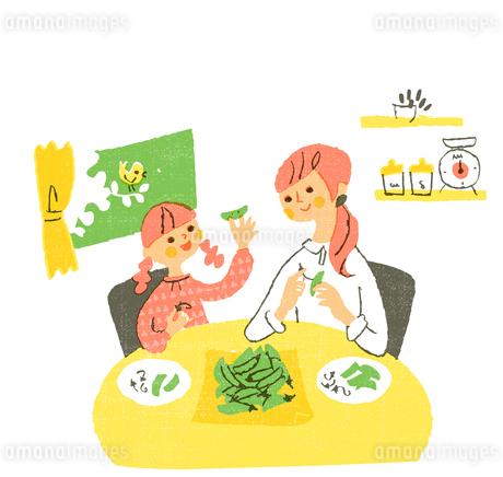 スナップエンドウと母娘のイラスト素材 [FYI01820444]