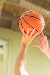 バスケットボール ミドル男性の写真素材 [FYI01820605]