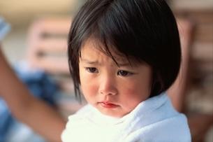 泣く日本人の女の子の写真素材 [FYI01820618]