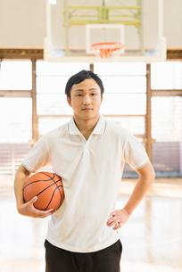 バスケットボール ミドル男性の写真素材 [FYI01820627]