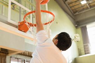 バスケットボール ミドル男性の写真素材 [FYI01820630]