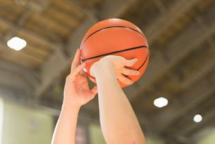 バスケットボール ミドル男性の写真素材 [FYI01820642]