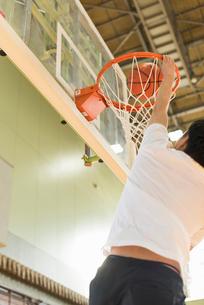 バスケットボール ミドル男性の写真素材 [FYI01820714]