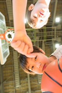 キッズ バスケットの写真素材 [FYI01820762]