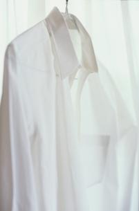 白いYシャツの写真素材 [FYI01820859]