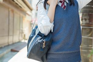 女子高生 田舎 ポートレートの写真素材 [FYI01820886]