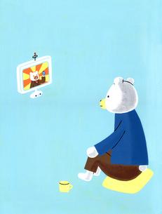 テレビを見るくまのイラスト素材 [FYI01820887]