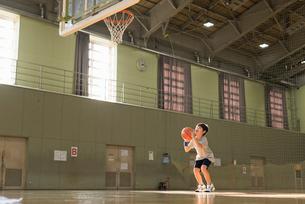 キッズ バスケットの写真素材 [FYI01820913]