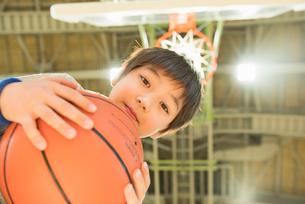 キッズ バスケットの写真素材 [FYI01820917]