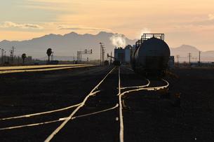 停車中の貨物列車の写真素材 [FYI01821159]