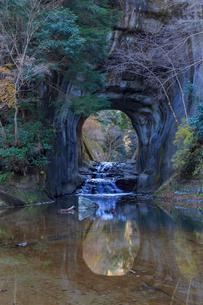亀岩の洞窟の写真素材 [FYI01821868]