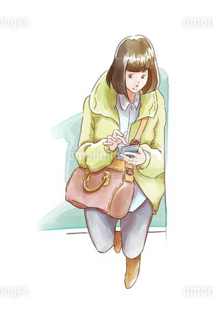 座ってスマホを見る黄緑の服の女性のイラスト素材 [FYI01821986]