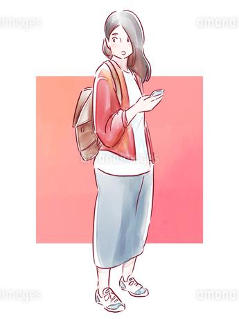 スマホを持った赤い上着の女の子のイラスト素材 [FYI01822066]