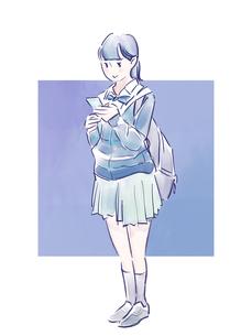 スマホを見る青い制服の女の子のイラスト素材 [FYI01822216]