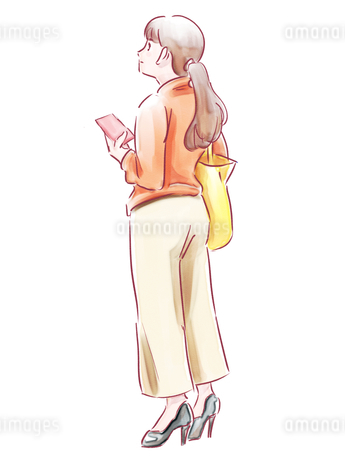 スマホを持った髪を結んだ女性のイラスト素材 [FYI01822388]