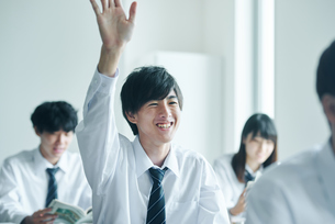 教室でを授業を受ける男子高校生の写真素材 [FYI01822431]