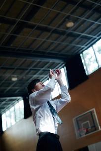 放課後にバスケをする男子高校生の写真素材 [FYI01822662]