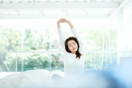 寝起きの女性の写真素材 [FYI01822677]