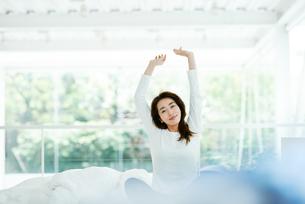 寝起きの女性の写真素材 [FYI01822714]