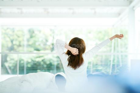 寝起きの女性の写真素材 [FYI01822934]
