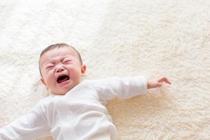 泣く日本人の赤ちゃんの写真素材 [FYI01822978]