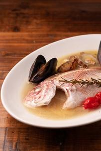 瀬戸内鮮魚のアクアパッツァの写真素材 [FYI01823127]