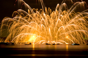 三津浜花火大会の写真素材 [FYI01823488]