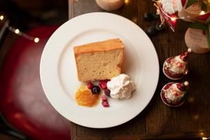 クリスマスディナーのパンケーキの写真素材 [FYI01823566]