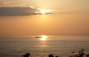 豊予海峡の夕陽の写真素材 [FYI01823667]