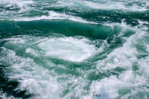 鳴門のうず潮の写真素材 [FYI01824144]