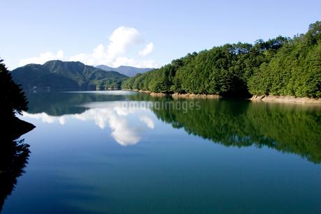 面河ダム湖の写真素材 [FYI01824260]