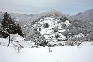 冬の落合集落の写真素材 [FYI01824376]