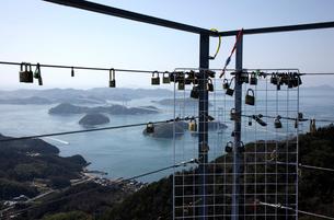 しまなみ海道来島海峡大橋と亀老山展望台の写真素材 [FYI01824505]