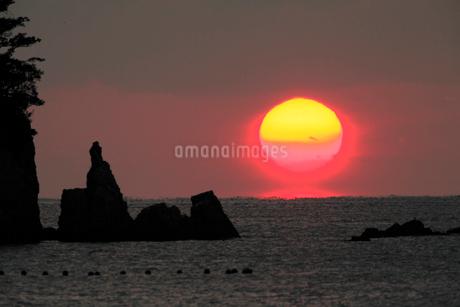 宿毛湾に沈む夕日の写真素材 [FYI01824530]