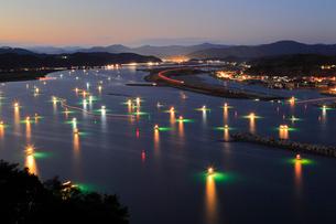 清流四万十川のシラスウナギ漁の写真素材 [FYI01824601]