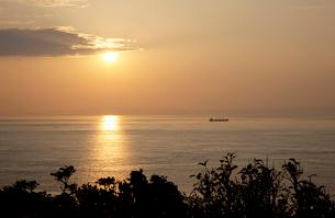 豊予海峡の夕日の写真素材 [FYI01824657]