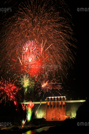 やまびこカーニバルの花火大会の写真素材 [FYI01824828]