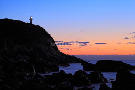 足摺岬灯台と朝焼けの写真素材 [FYI01824958]