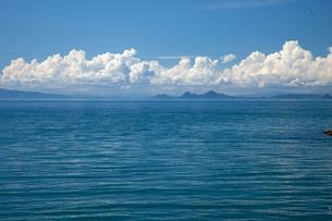 瀬戸内海と積乱雲の写真素材 [FYI01825084]