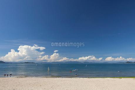 瀬戸内海と積乱雲の写真素材 [FYI01825099]