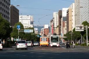 松山市街と路面電車の写真素材 [FYI01825368]