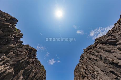 46億年を感じる立岩の写真素材 [FYI01826088]