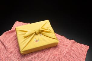風呂敷包みの写真素材 [FYI01826175]