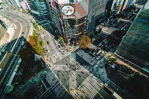 東急プラザから望む銀座数寄屋橋交差点の写真素材 [FYI01826280]