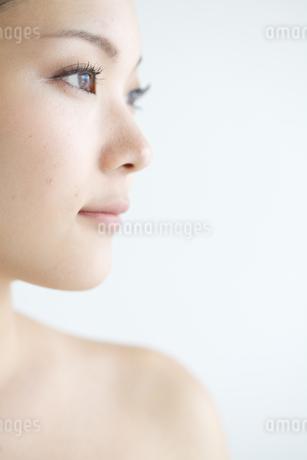 若い女性のアップの写真素材 [FYI01826315]