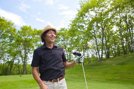 新緑とゴルファーの写真素材 [FYI01826326]