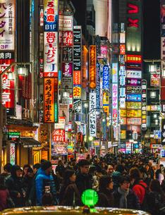 歌舞伎町一番街のネオンサインの写真素材 [FYI01826563]