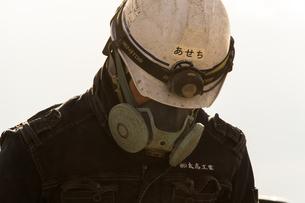 橋の工事現場で働く30代男性の写真素材 [FYI01828148]